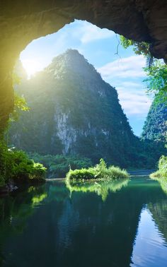 Tam Coc / Vietnam - one of the deepest caves in the world. Soooo cool, and a little scary.