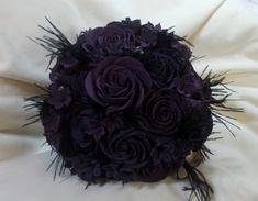 Fresh Wedding Flowers - Have You Ordered These Nine Arrangements For Your Wedding Day? Black Bouquet, Feather Bouquet, Rose Bouquet, Witch Wedding, Wedding Day, Gothic Wedding Ideas, Dream Wedding, Gothic Wedding Cake, Wedding Stuff