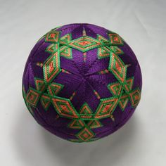 Posts about Geometry Balls written by starhandarts All Japanese, Japanese Symbol, Japanese Culture, Temari Patterns, Japanese Embroidery, Weaving Art, Hand Art, Handmade Ornaments, Weaving Techniques