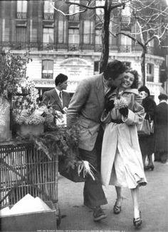 Lovers with leeks, Paris, 1950 Robert DOISNEAU