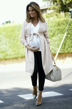 Beautiful spring maternity look! Cozy wrap.