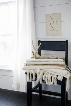 """Once Paige got to the final phase of the project (decorating), her budget was wiped. Instead of buying new pieces, she got creative with repurposing, using items passed on by family and friends and even finding things on walks. """"I spent very little on decor, but it looks expensive! I just found creative ways to cut costs,"""" said Paige. Source: Cody Ulrich via Homepolish"""