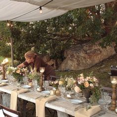 my sister @taniatorrini light the candles before the arrival of guests. #tablesetting #candles #florals #floraldesign #wedding #tuscany #italywedding #lrcf #larosacaninafirenze #backstage #iphonepic @tommasotorrini