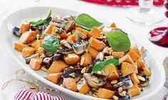 Abóbora com pinhões e cogumelos, uma receita fácil e um bom exemplo de um prato vegetariano que todos vão gostar.