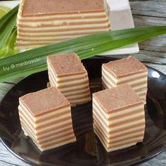 Kue Lapis Hula-Hula Pudding Desserts, Hula, Rice Recipes, Food And Drink, Layers, Layering, Custard Desserts