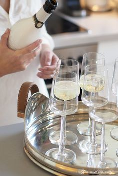 All white party All White Party, Luxury Dining Room, Easter Brunch, Party Entertainment, Sparkling Ice, Classic House, Party Snacks, Wine Drinks, Victorian Homes