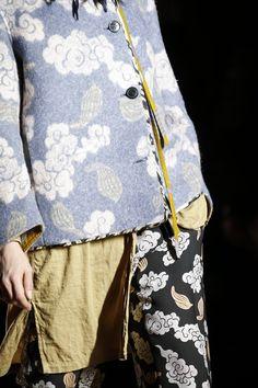 Dries Van Noten Fall 2015 Ready-to-Wear Fashion Show - Lia Pavlova (New Madison) Look Fashion, Fashion Details, Fashion Brand, High Fashion, Fashion Show, Womens Fashion, Fashion Design, Cheap Fashion, Fashion News