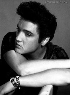 Elvis Presley photography male celebs music vintage...great portrait!