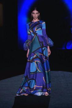 Abaya Fashion, Runway Fashion, Fashion Dresses, Beautiful Cocktail Dresses, Pretty Dresses, Gala Dresses, Evening Dresses, Hannibal Laguna, Haute Couture Dresses