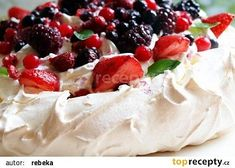 Discover recipes, home ideas, style inspiration and other ideas to try. Lemon Curd Pavlova, Strawberry Pavlova, Meringue Pavlova, Meringue Desserts, Meringue Cake, Mini Pavlova, Best Cookie Recipes, Sweet Recipes, Recipes