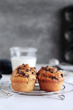 Υγιεινά μάφινς με μπανάνα | The one with all the tastes Healthy Sweets, Healthy Recipes, Muffins, Baked Oatmeal Cups, Sweets Cake, Sweet Desserts, The One, Cake Recipes, Deserts