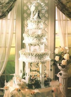 Wedding cakes - Delightfully classy suggestions to plan a grand wonderful. unique wedding cakes vintage simple yet dazzling image ref posted on this day 20181226 Big Wedding Cakes, Amazing Wedding Cakes, Wedding Cake Decorations, Elegant Wedding Cakes, Wedding Cake Toppers, Unique Weddings, Party Centerpieces, Vintage Weddings, Fountain Cake