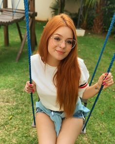 Cute Girl With Glasses, Nice Glasses, I Love Girls, Cute Girls, Dance Senior Pictures, Brazilian Women, Natural Redhead, Stylish Girl Pic, Beautiful Girl Image