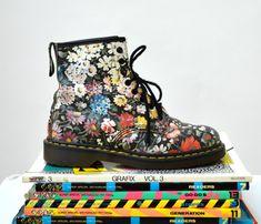 90s Vintage Dr. Martens Floral Print Boots Size 9 by Hookedonhoney
