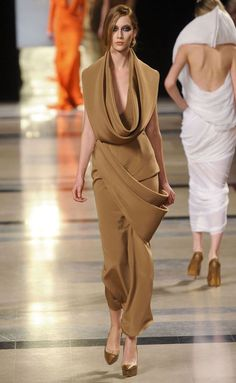 Stephane Rolland, sculpture in fabric, stunning!