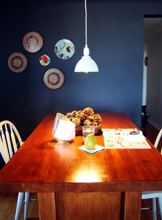 love the wall color and plates