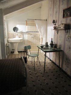 Chambre de bonne. Maid's room. #Paris via @ecremonese