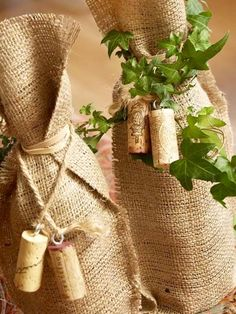 Make a wine lover's dream come true with a bottle presented in one of these beautiful (and easy) wraps. bottle crafts gifts Pretty Wine Wraps to Craft Wine Craft, Wine Cork Crafts, Wine Bottle Crafts, Creative Gift Wrapping, Creative Gifts, Wrapping Ideas, Burlap Crafts, Wine Gifts, Homemade Gifts