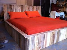 queen size bed from from pallets