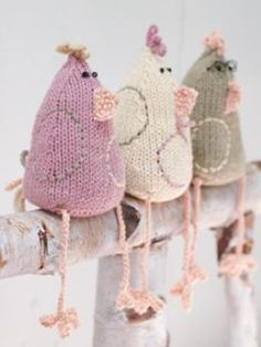 Free Pattern: http://www.knitrowan.com/designs-and-patterns/patterns/esther-ernie-enid-easter-chickens