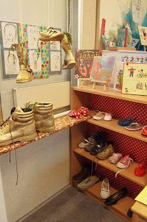 Schoen zet hoek- klasversiering, in kleur gespitte schoenen ophangen en rondzetten