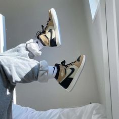 Dr Shoes, Nike Air Shoes, Hype Shoes, Me Too Shoes, Nike Socks, Beige Nike Shoes, Swag Shoes, Jordan Shoes Girls, Girls Shoes