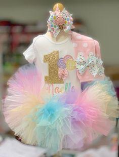 Girls Birthday Parties, First Birthday Theme Girl, Candy Theme Birthday Party, Baby Girl Birthday Outfit, Rainbow First Birthday, Baby Girl 1st Birthday, Carnival Birthday Parties, 1st Birthday Outfits, Birthday Ideas