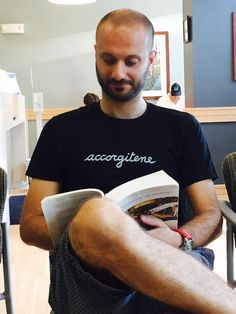 My friend Mauro... https://www.brown.edu/academics/modern-culture-and-media/mauro-resmini  #mauroresmini #accorgitene #brownuniversity #tshirt