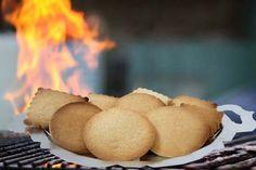 """עוגיות הל נימוחות, רכות ומתוקות , עם ארומה עשירה של הֶל. מושלם ליד הקפה. נחשבות ל""""עוגיות לל""""ג בעומר"""" ולמפגשי 'על האש' עם המשפחה. אבל, כמובן, גם לכל השנה - ממכר וקל להכנה."""