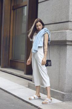 MONOCHROME   http://jenniferbachdim.com/2015/07/05/monochrome/  #JenniferBachdim #fashionblog #streetstyle #LouisVuitton #petitemalle #Birkenstock