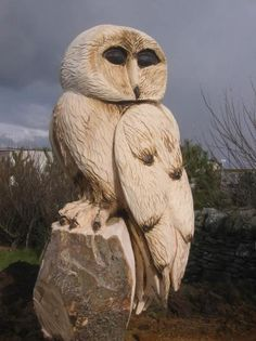 Sculpture by artist Andy Hancock Chainsaw Wood Carving, Wood Carvings, Wood Owls, Tree Carving, Wooden Bird, Owl Patterns, Tree Sculpture, Wood Creations, Owl Art