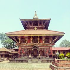 Changu Narayan Temple in काठमाडौं, Bhaktapur, Nepal one of the oldest extant hindu temples dedicated to the local form of Narayana Vishnu dating from 325 AD, Astrogeo pos: the shrine itself lies in 2 fire signs Sagittarius sign of style, design, ornaments, shamanism, fire sacrifice, priests, the brahmin caste, success, plilosophy, initations. 2nd cood. in dynamic male Aries sign of ignition, action, speed, warfare, waking up FL4
