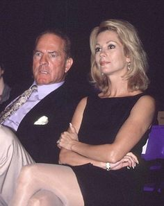 Kathie Lee and Frank Gifford Lee Kelly, Kathie Lee Gifford, Beautiful Old Woman, Book Tv, Aging Gracefully, Old Women, Short Skirts, Movie Tv, Tv Shows
