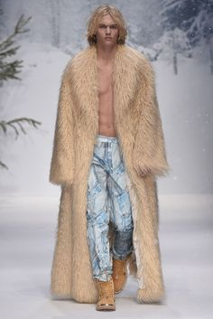 LOOK   2015-16 FW LONDON MEN'S COLLECTION   MOSCHINO   COLLECTION   WWD JAPAN.COM