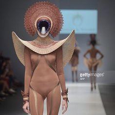 Space Fashion, Fashion Art, Runway Fashion, Fashion Show, Womens Fashion, Fashion Design, Jakarta Fashion Week, Fashion Week 2016, Weird Fashion