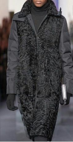 Fur Fashion, Winter Fashion, Fashion Dresses, Womens Fashion, Fox Coat, Cool Coats, Merian, Warm Outfits, Chic Outfits