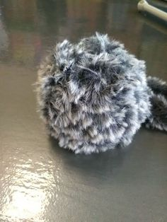 Fur pompoms - how to make your own - Loza Wool Clondalkin Dublin Make Your Own, Make It Yourself, How To Make, Knit Crochet, Fur, Wool, Knitting, Hats, Craft Ideas