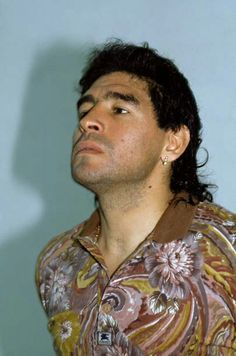 El Diego con estilos de pelo de las épocas Diego Armando, Most Popular Sports, Fifa World Cup, Superstar, Athlete, Soccer, Football, American, Hustle