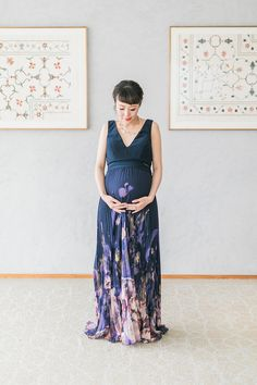 Elegant, styled maternity photos at the Aga Khan Museum in Toronto