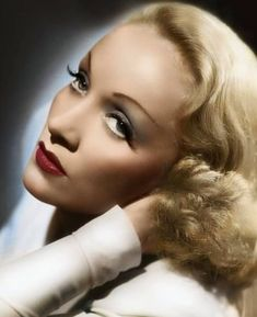 Remembering Marlene Dietrich on her death anniversary today. Marlene was such an icon not only of Old Hollywood and film, but on an… Old Hollywood Glam, Hollywood Icons, Marlene Dietrich, Vintage Love, Vintage Shops, Vintage Dresses, Vintage Outfits, Retro Fashion, Vintage Fashion
