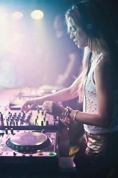 Im a DJ Lover of music,sounds represents my emotions. creating my own mix makes me feel alive. My inspiration (Havana Brown) Raves, Edm, Adam Beyer, Dj Photos, A State Of Trance, Dj Gear, Dj Party, Dj Booth, Havana Brown