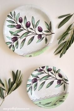 Quick and easy DIY, beautiful olive dishes. Great for storing jewelry, keys or u. - Quick and easy DIY, beautiful olive dishes. Great for storing jewelry, keys or used as decorative w - Pottery Plates, Glazes For Pottery, Ceramic Plates, Ceramic Pottery, Pottery Painting, Ceramic Painting, Ceramic Art, China Painting, Ornaments