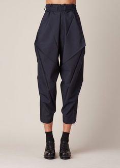 Apr 2020 - Issey Miyake Origami Culottes (Navy) - # origami # c . - Issey Miyake Origami Culottes (marine) – - Fashion Details, Look Fashion, High Fashion, Fashion Outfits, Womens Fashion, Fashion Design, Modern Fashion, Fashion Pants, Fashion Clothes