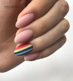 False nails have the advantage of offering a manicure worthy of the most advanced backstage and to hold longer than a simple nail polish. The problem is how to remove them without damaging your nails. Gradient Nails, Rainbow Nails, Holographic Nails, Matte Nails, My Nails, Stiletto Nails, Coffin Nails, Acrylic Nails Almond Matte, Prom Nails
