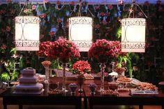 Mesa de doces em casamento assinado por Saly Gignon