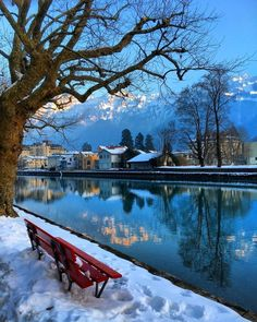 Take a seat and enjoy the beautiful view in Interlaken :) World Photography, Winter Photography, Places To Travel, Places To See, Places Around The World, Around The Worlds, Beautiful World, Beautiful Places, Visit Switzerland