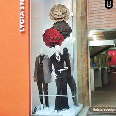 Projeto de Vitrine Mães para a loja Lygia & Nanny no Jardins. Clique no link e conheça melhor esse projeto:http://hdstoredesign.com.br #vitrine #vitrina #shopwindow #storewindow #retailwindow #varejo #loja #hdsd