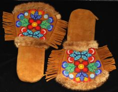 Métis hand-beaded gauntlet-style moose hide mittens with red flannel lining and… Native Beadwork, Native American Beadwork, American Indian Art, Native American Art, Beading Patterns, Embroidery Patterns, Beading Ideas, Nativity Crafts, Indigenous Art