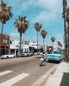 Amazing blue sky at Los Angeles, California. Erstaunlicher blauer Himmel in Los Angeles, Kalifornien. California Palm Trees, California Dreamin', Los Angeles California, Los Angeles Wallpaper, California Wallpaper, Los Angeles Travel, Tree Wallpaper, Usa Tumblr, Photos Voyages