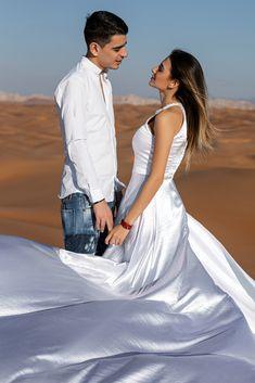 Creating magnificent pictures capturing happiest moments at Dubai desert Best Wedding Photographers, Destination Wedding Photographer, Fine Art Wedding Photography, Amazing Photography, Abu Dhabi, Unique Family Photos, Dubai Wedding, Photo Packages, Romantic Photos